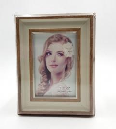 Photo Frame On Table (9 CM × 13 CM)