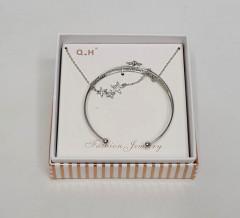 Ladies Star Necklace & Bracelet Set